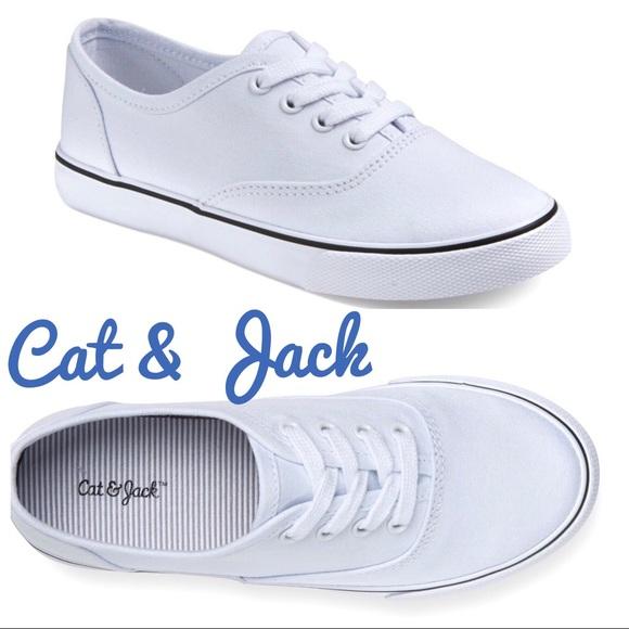 girls white canvas shoe